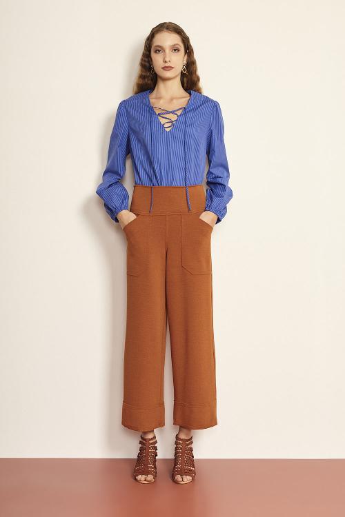 blusa tricoline listrada decotada