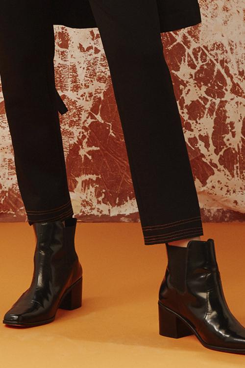 bota couro com elástico lateral