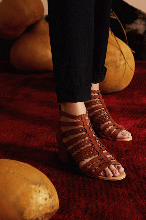 sandálias  camurça tiras variadas